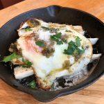 ホワイトアスパラやスペック (スモーク生ハム) の料理を前菜からピッツァ、パスタまで。