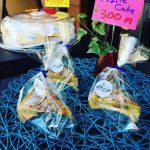 秋の一日、Azurの店頭ではケーキを販売   カフェ・ド・あじゅーる(Azur)