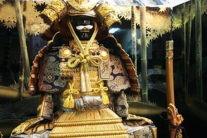 職人技が光る純金箔押の兜がひときわ華やか。ワンランク上の五月人形|井上玩具店