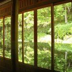 お抹茶と【沙羅】という和菓子をいただきながら、庭園を拝観