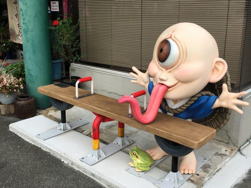 妖怪ベンチ「一つ目小僧」設置完了。カッパサイダー自販機も新たに設置