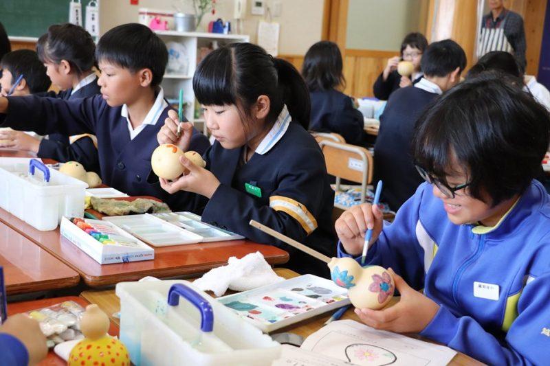 神崎小学校で『ひょうたんマラカス作り』
