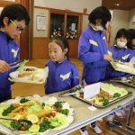 【神河町】越知谷小学校でバイキング給食が実施