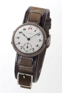 国産初の腕時計「ローレル」