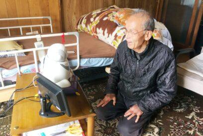 【市川町】友人が一人できました 見守りロボット「パペロ」反応上々