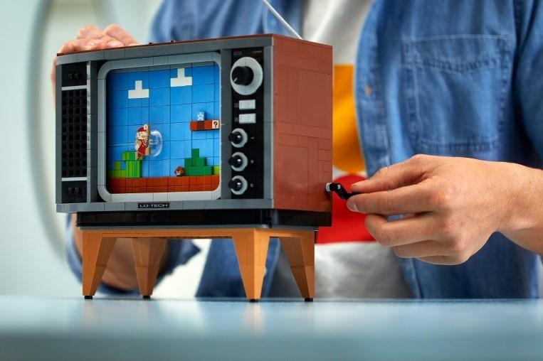 【LEGO】1980年代のテレビと『スーパーマリオブラザーズ』をレゴで再現