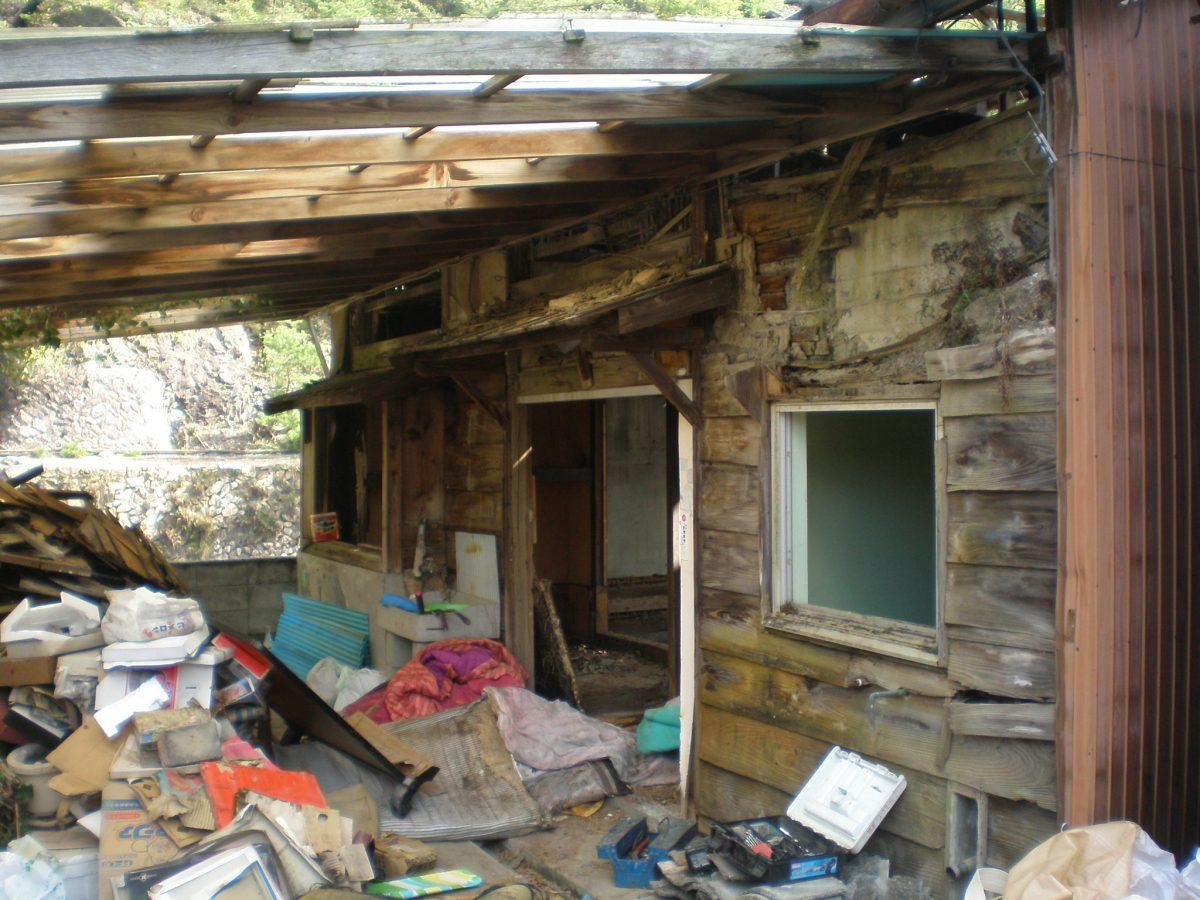 【朝来市】長屋式の鉱山社宅のひとつが取り壊し開始|生野