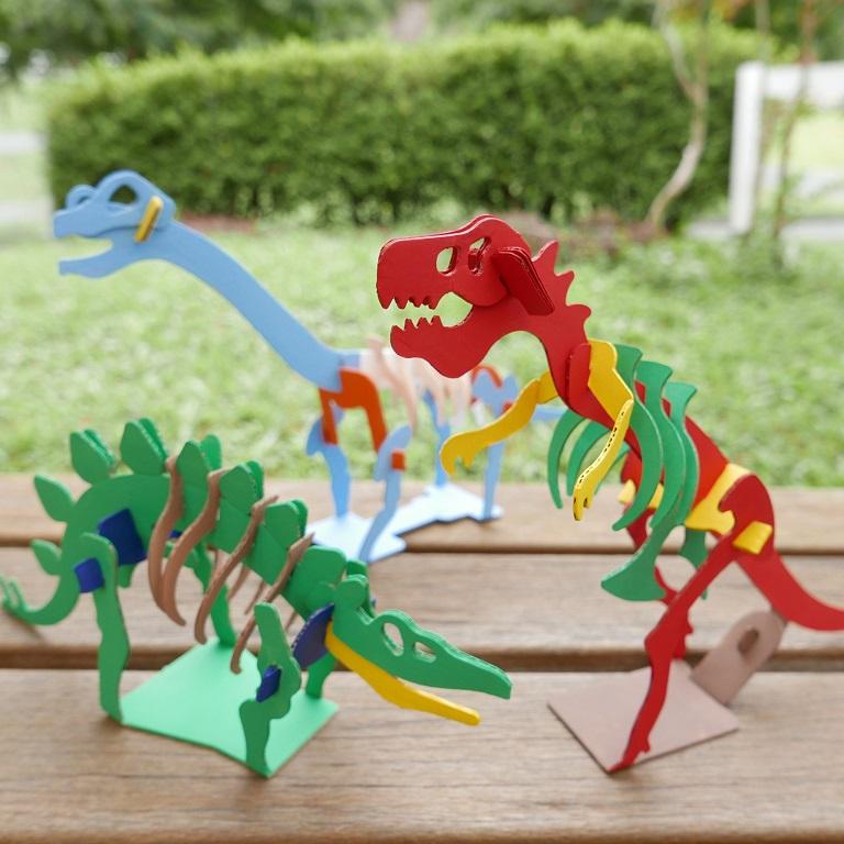 ダンボール恐竜づくり