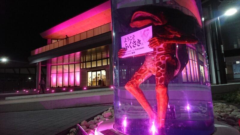 【福崎駅前】ピンクに染まってさらに妖しい!カッパのガジロウ ピンクリボンライトアップ
