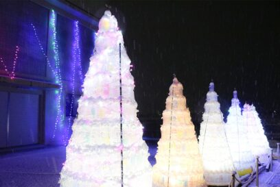 ペットボトル2000本の光のツリー 朝来市防災センター