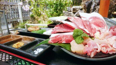 【市川町】新緑の庭で非日常ジビエBBQ!特上ボタン肉を自分で焼ける「炭火焼」コース登場