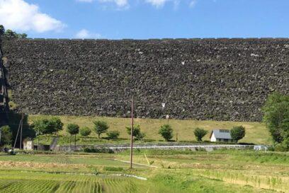 【朝来市】進撃な壁が圧巻!黒川ダムの壁を間近に|黒川温泉