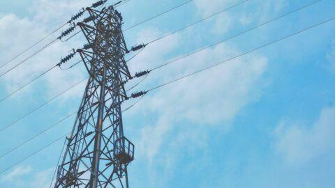 鉄塔と送電線