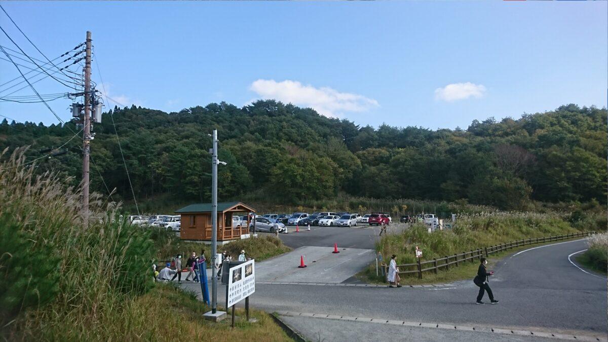砥峰高原の駐車場