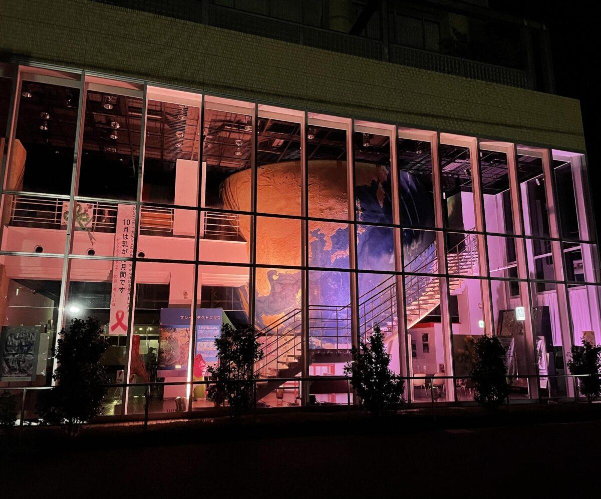 ピンクリボンライトアップ|宍粟防災センター