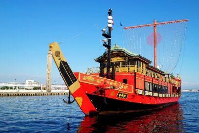 【安宅丸】鮮やかスカーレットの御座船が運航開始|神戸港